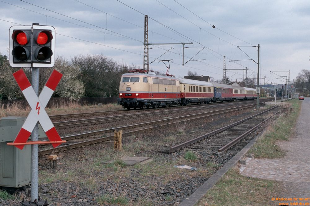 http://www.baureihen.lokfoto.de/BR_103/103_001_002/D32152_103_001.jpg