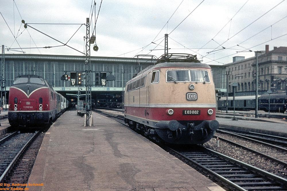 http://www.baureihen.lokfoto.de/BR_103/103_001_002/Df09468_E03_002.jpg