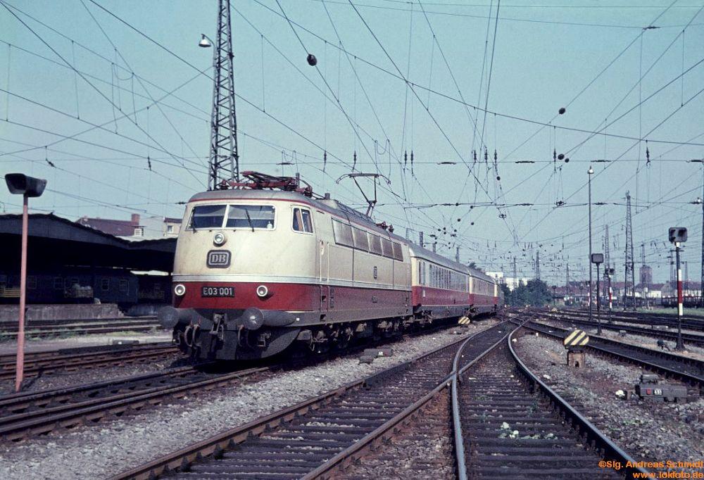 http://www.baureihen.lokfoto.de/BR_103/103_001_002/E_03_001_vor_TEE_Blauer_Enzian_24.7.1966.jpg