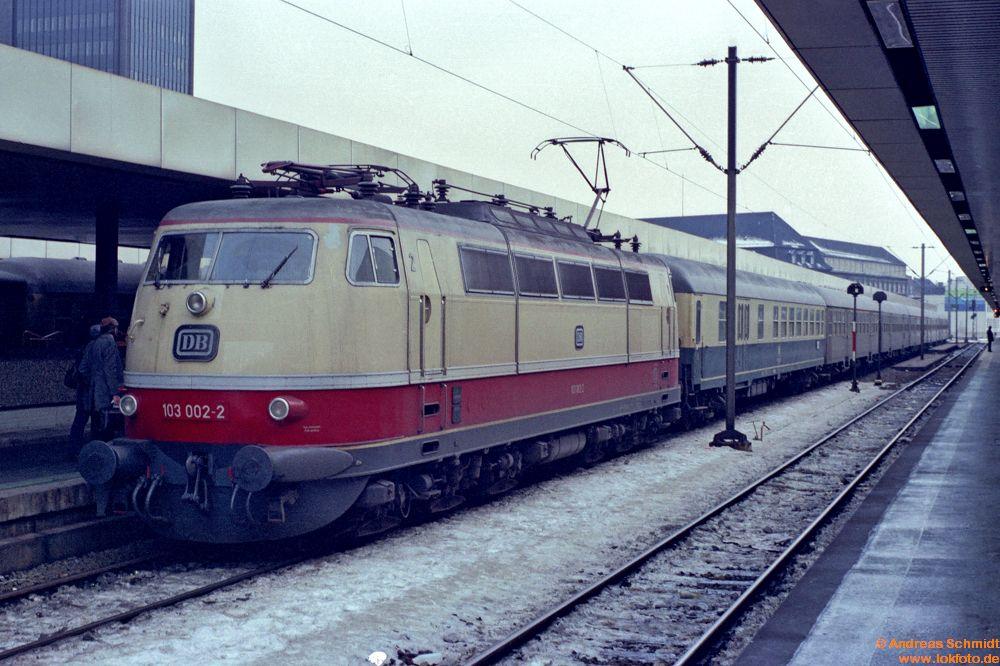 http://www.baureihen.lokfoto.de/BR_103/103_001_002/fn51_2_29_103_002.jpg