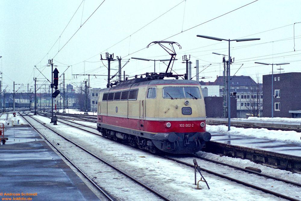 http://www.baureihen.lokfoto.de/BR_103/103_001_002/fn51_2_34_103_002.jpg
